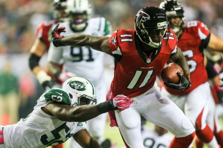 Atlanta Falcons wide receiver Julio Jones gains extra yards after a catch  against the New York Jets at the Georgia Dome. (Daniel Shirey - USA TODAY Sports)