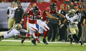 Curtis Compton Falcons running back Antone Smith breaks away from Saints safety Jairus Byrd picking up a block from Levine Toilolo for a 54-yard touchdown during the third quarter in their NFL football game on Sunday, Sept. 7, 2014, in Atlanta. (By Curtis Compton/Ccompton@ajc.com)